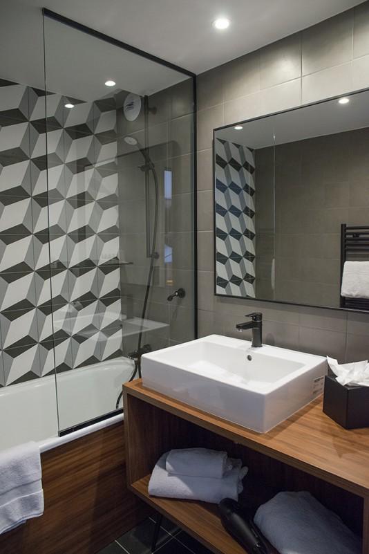 °F7 Bathroom