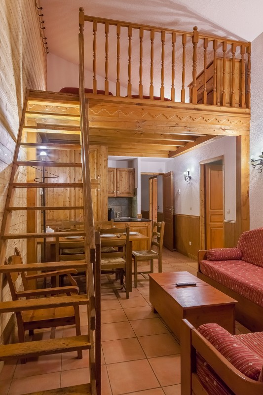 les-balcons-de-val-thorens-appartement-6-8-mezzanine-pers-salon2-344751
