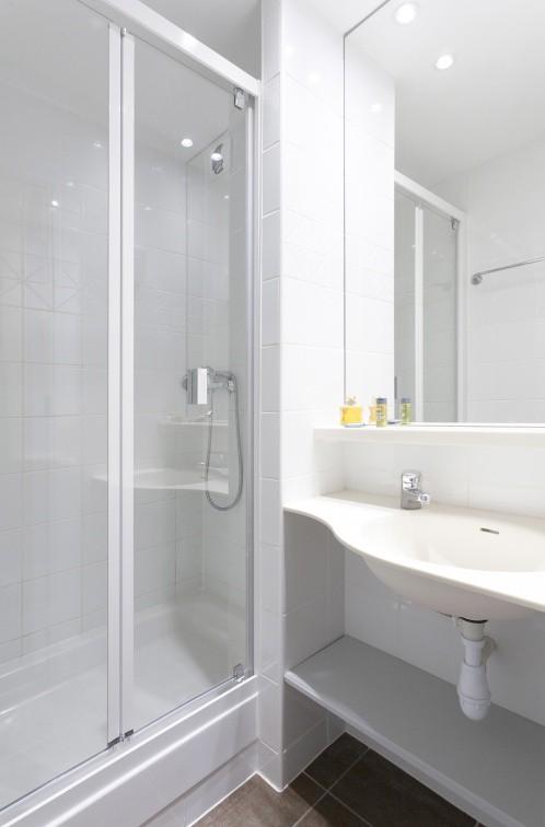 Salle de bain © MMV Les Arolles